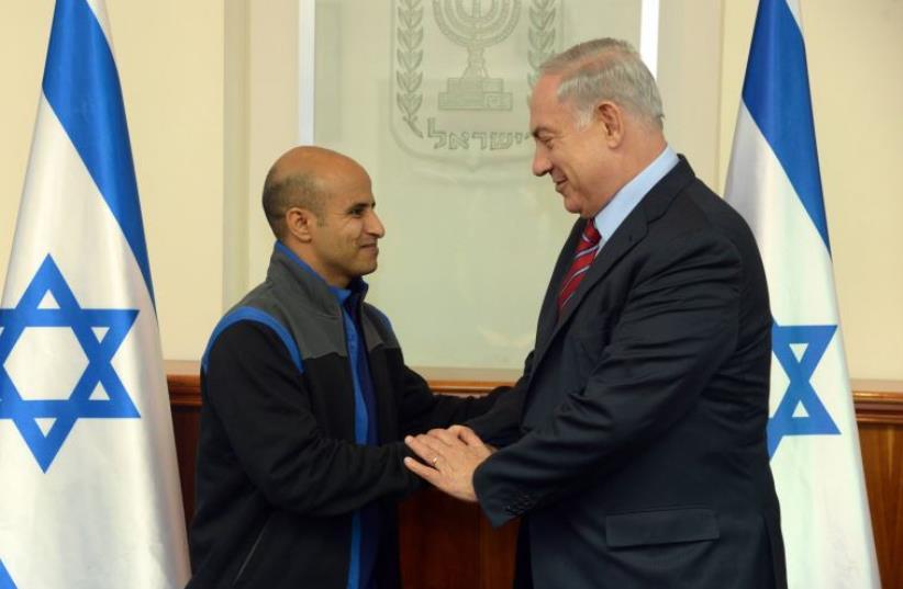 Netanyahu and Uda Tarabin (photo credit: CHAIM TZACH/GPO)