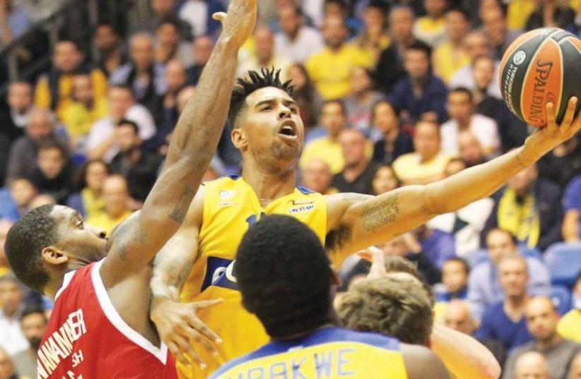 Maccabi Tel Aviv forward Sylven Landesberg (center) led all scorers with 19 points last night in the yellow-and-blue's emphatic 85-65 win over Brose Baskets Bamberg at Yad Eliyahu Arena. ( (photo credit: DANNY MARON)