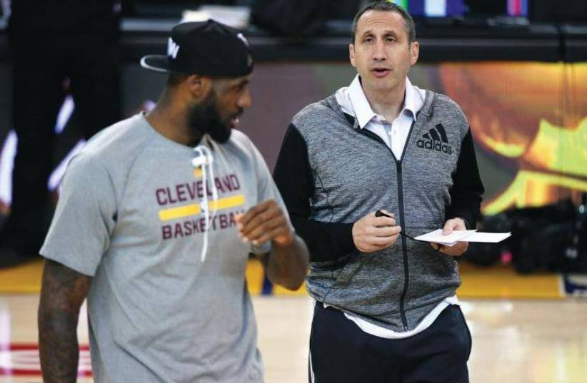 David Blatt (R) and LeBron James (photo credit: REUTERS)