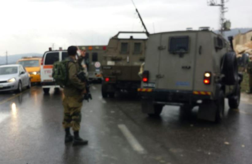 Attempted stabbing at Hawara checkpoint near Nablus, December 17, 2015. (photo credit: DORON MAH TOV/ MIDABRIM BATIKSHORET)