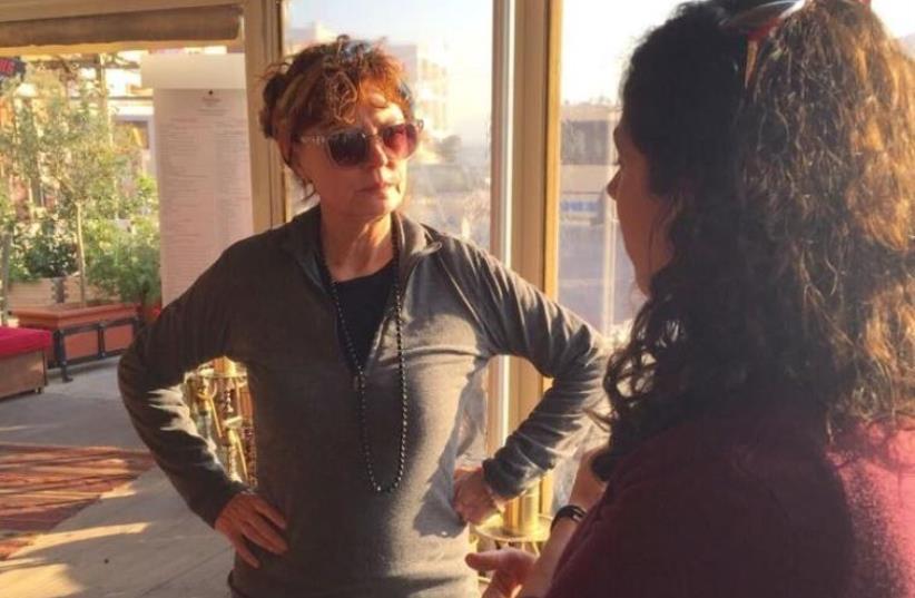 Susan Sarandon meets IsraAid workers in Lesbos, Greece (photo credit: ISRAAID)