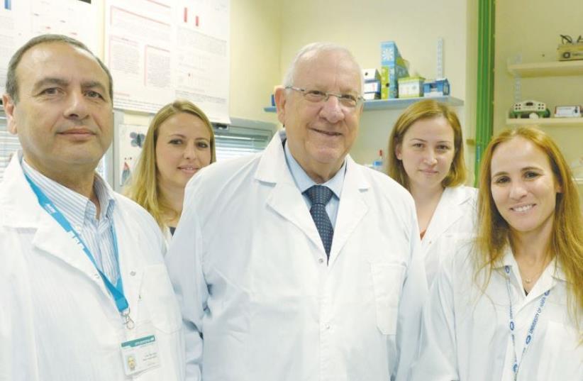 PRESIDENT REUVEN RIVLIN visits a molecular biology laboratory at the University of Haifa (photo credit: Mark Neiman/GPO)