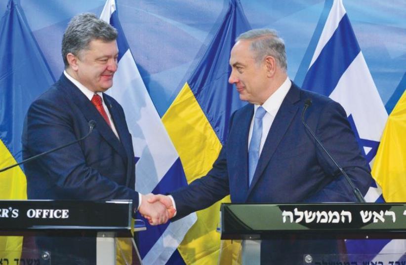 PRIME MINISTER Benjamin Netanyahu greets Ukrainian President Petro Poroshenko in Jerusalem (photo credit: KOBI GIDON / GPO)