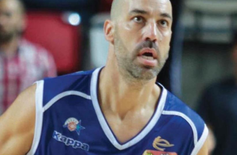 Maccabi Kiryat Gat 'S 40-yearold guard Meir Tapiro (photo credit: ASAF KLIGER)