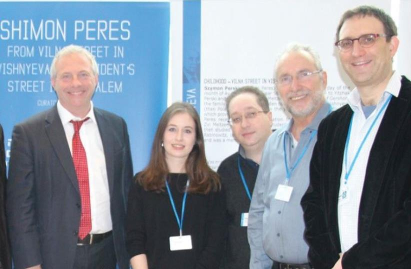 LIMMUD participants pose to salute the organization's 35 anniversary at its conference in Birmingham this week. From left: Limmud Conference 2015 co-chair Michael Gladstone, Limmud FSU founder Chaim Chesler, outgoing Limmud chair Kevin Sefton, MP John Mann, conference programming co-chair Deborah Bl (photo credit: BATIA DORI)