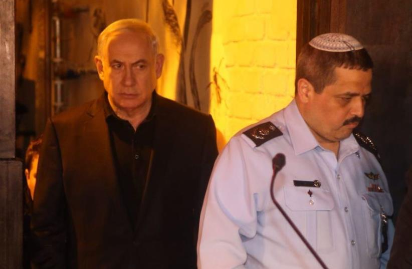 Prime Minister Benjamin Netanyahu visits the site of the shooting on Dizengoff, January 2. 2016. (photo credit: HAIM ZACH/GPO)
