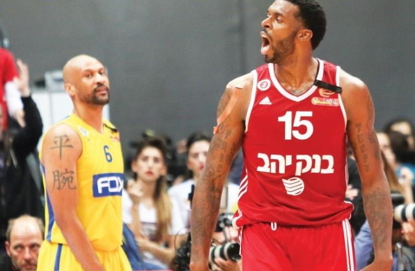 Hapoel Jerusalem forward Donta Smith (right) and Maccabi Tel Aviv swingman Devin Smith (left) (photo credit: DANNY MARON)