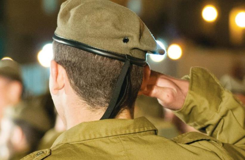 A SWEARING-in ceremony for new recruits of the Paratroopers Brigade (photo credit: IDF SPOKESMAN'S UNIT)