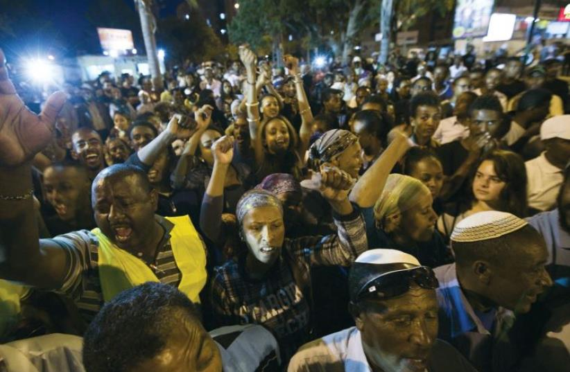 ETHIOPIAN-ISRAELIS block a road as they protest against what they say is police racism and brutality, near the southern Israeli town of Ashkelon on May 7, 2015. (photo credit: REUTERS)