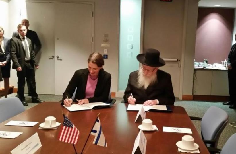 Health Minister MK Ya'acov Litzman sign health innovation accord with with US Secretary of Health and Human Services Sylvia Mathews Burwell in Washington D.C., January 6, 2016 (photo credit: Courtesy)