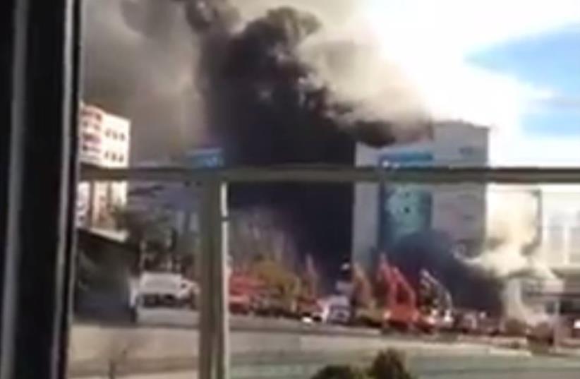 Explosion rocks Istanbul's Sultanahmet Square (photo credit: screenshot)
