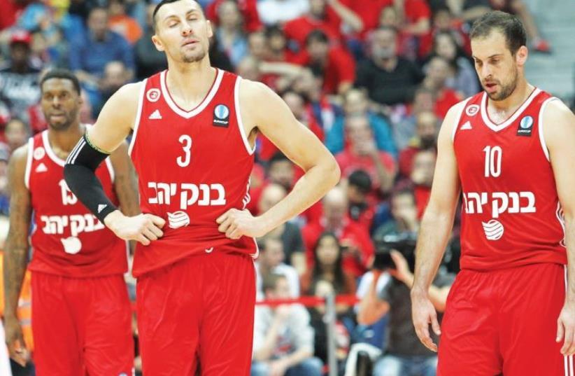 Hapoel Jerusalem forward Tony Gaffney (left) and guard Yotam Halperin (right) (photo credit: DANNY MARON)