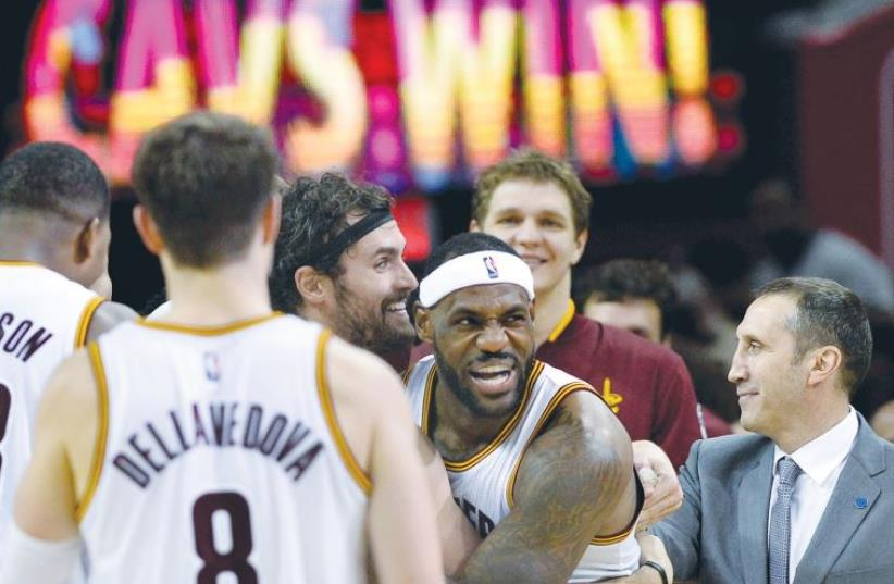 AFTER THE Cleveland Cavaliers went through a bit of a rough patch at the end of 2015, David Blatt (right) and LeBron James (center) have the team back on stride and rolling through the competition (photo credit: REUTERS)