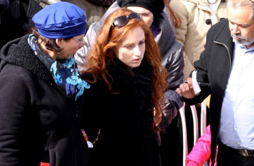 Renana Meir, daughter of slain terror victim Dafna Meir, attends her mother's funeral in Jerusalem - Jan., 2016 (photo credit: TOVAH LAZAROFF)