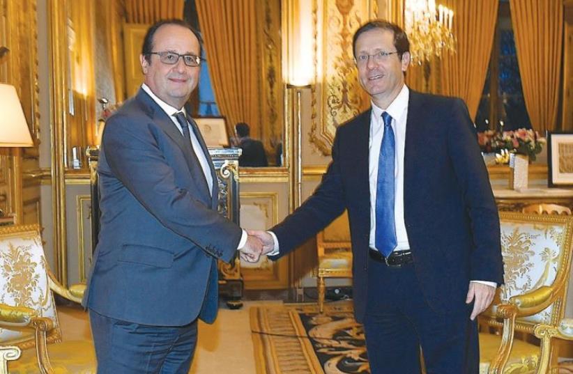 FRENCH PRESIDENT François Hollande welcomes opposition leader MK Isaac Herzog to Paris on Friday. (photo credit: EREZ LICHTFELD)