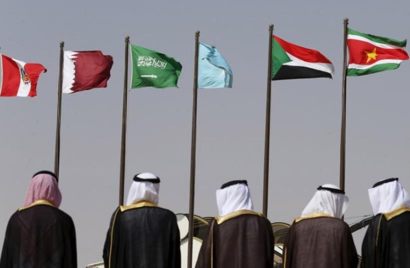 Saudi officials wait to receive leaders attending the Summit of South American-Arab Countries in Riyadh (photo credit: REUTERS)
