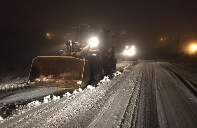 IDF clearing snow on Highway 35, January 26, 2016 (photo credit: IDF)