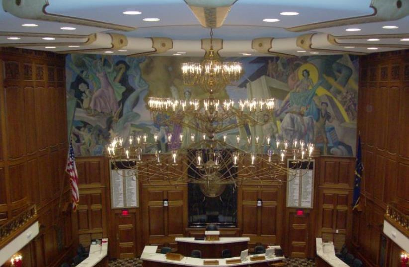 Chandelier in the House of Representatives in the Indiana Statehouse  (photo credit: XNATEDAWGX/WIKIMEDIA)