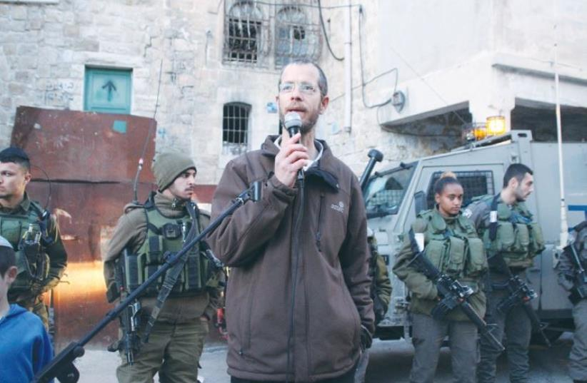 SHLOMO LEVINGER speaks to a small group of protesters in Hebron. (photo credit: TOVAH LAZAROFF)