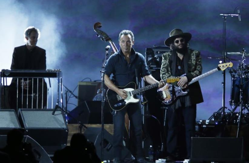 """Musician Bruce Springsteen performs """"Knockin' On Heavens Door"""" during the 2015 MusiCares Person of the Year tribute honoring Bob Dylan in Los Angeles, California. (photo credit: MARIO ANZUONI/REUTERS)"""