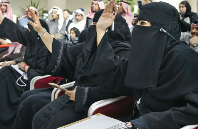Saudi women journalists raise their hands to ask questions at a press conference held by US Secretary of State John Kerry and Saudi Foreign Minister Adel Jubeir at King Salman Regional Air Base in Riyadh, Saudi Arabia, last month (photo credit: REUTERS)
