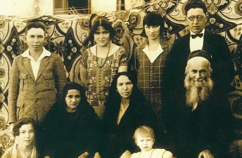 The Slonim family, descendants of Menuha Rochel, before the 1929 Hebron Massacre (photo credit: JEWISH COMMUNITY OF HEBRON)