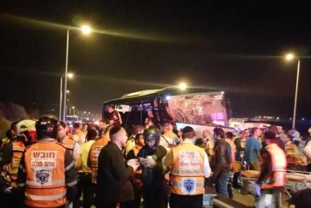 Bus accident on Highway 1 on February 14, 2016 (photo credit: MIDABRIM BATIKSHORET)