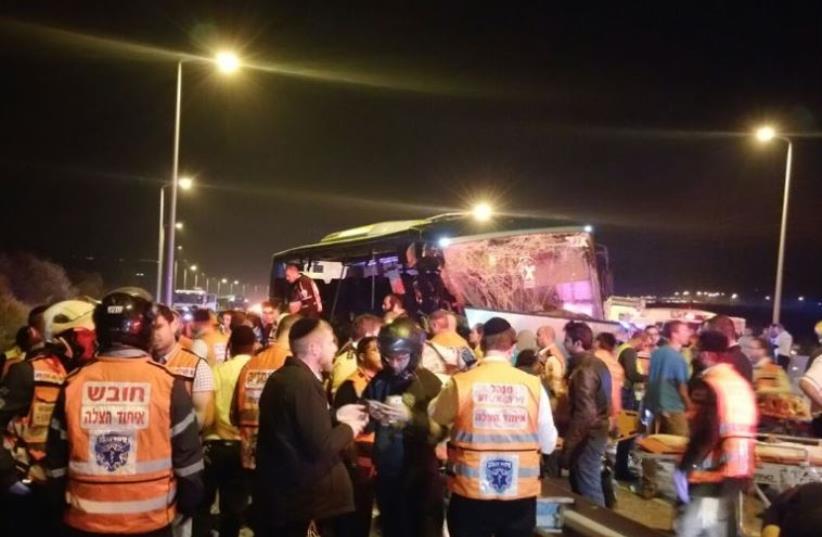 Bus accident on Highway 1 on February 14, 2016 (photo credit: MIDABRIM BATIKSHORET)
