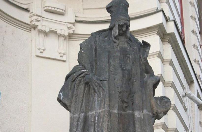 Ladislav Šaloun's statue of Loew at the New City Hall of Prague in the Czech Republic. (photo credit: Wikimedia Commons)