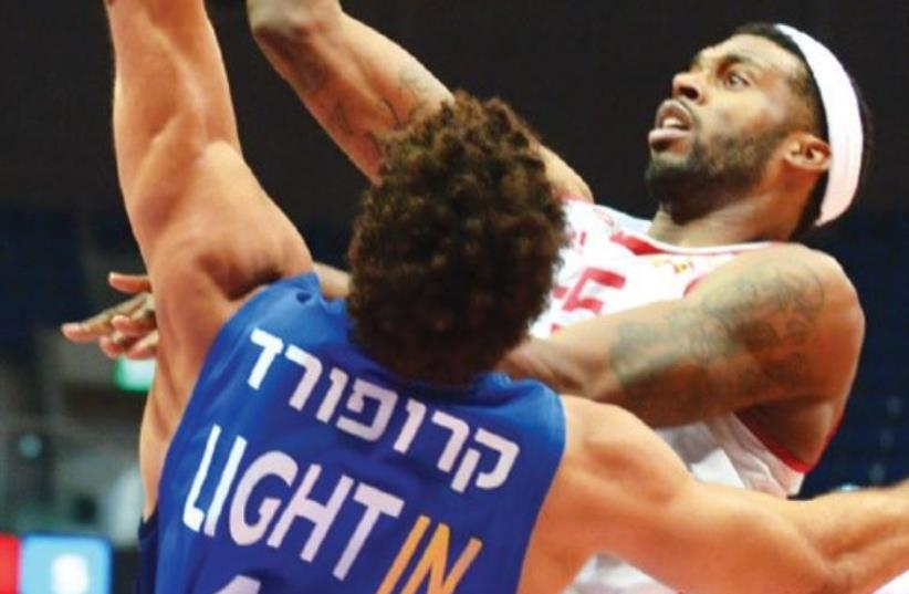 Hapoel Jerusalem forward Donta Smith had 15 points in last night's 100-80 blowout victory over Bnei Herzliya at the Jerusalem Arena. (Hapoel Jerusalem website) (photo credit: HAPOEL JERUSALEM WEBSITE)