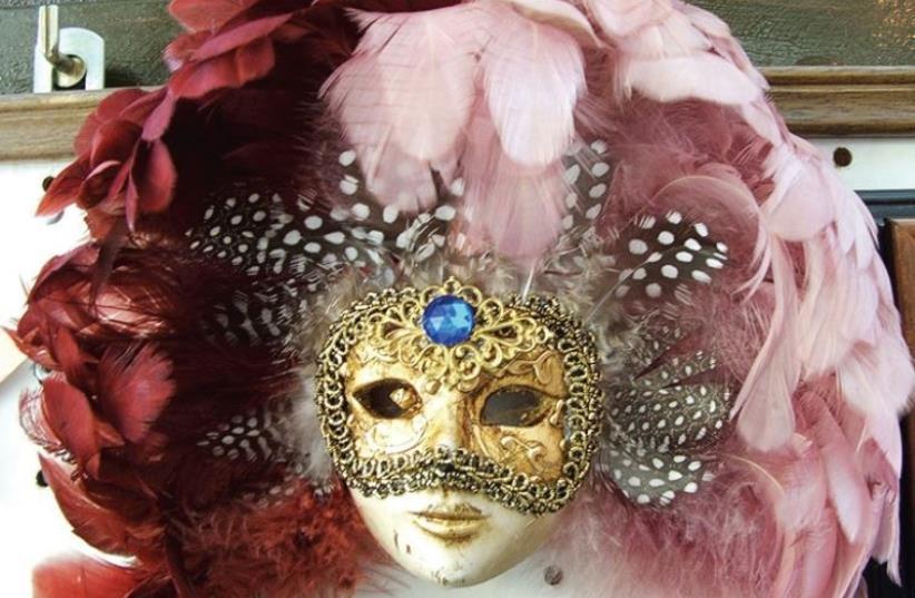 A Veneziana mask from Verona, Italy (photo credit: Wikimedia Commons)