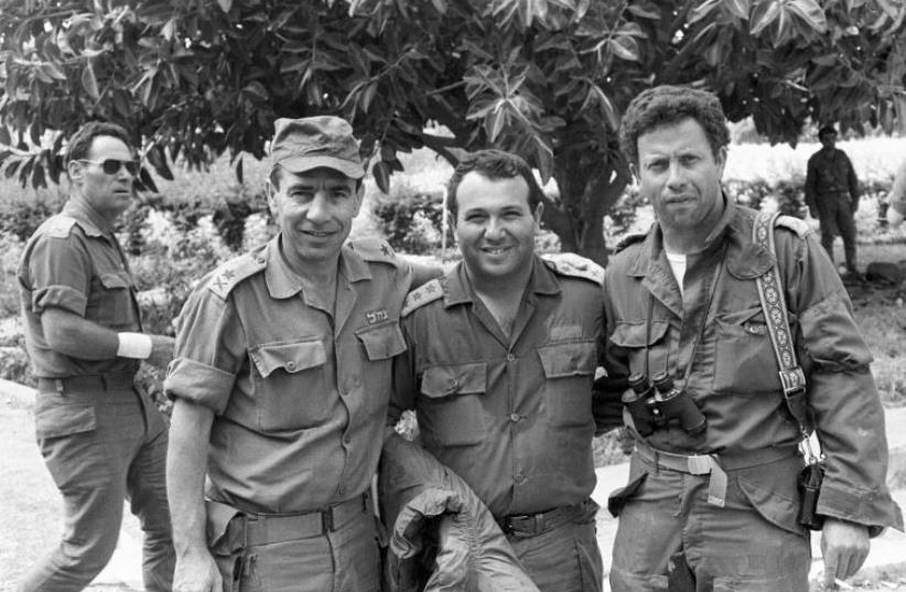 Meir Dagan (center) in Lebanon (photo credit: BAMACHANE)