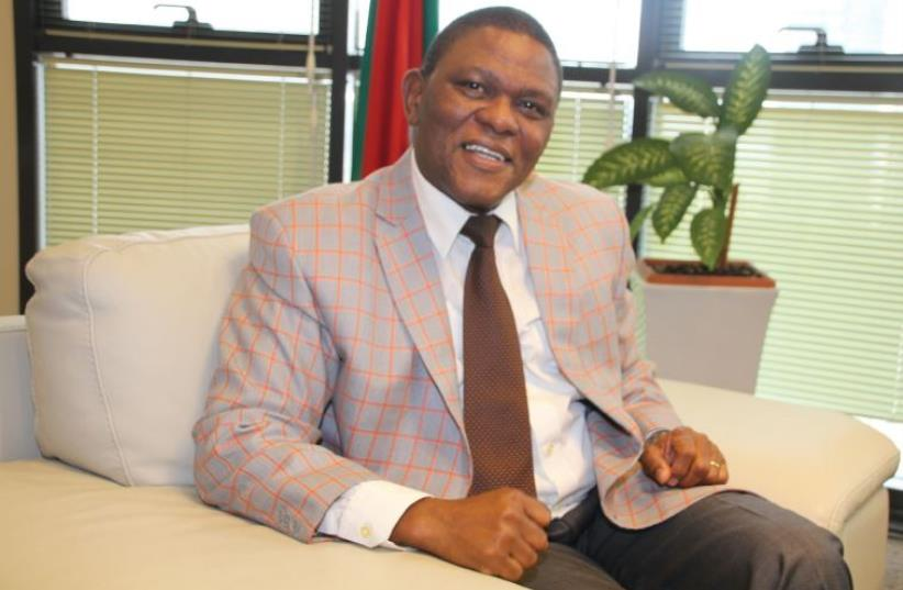 SOUTH AFRICA'S Ambassador Sisa Ngombane: South Africa has no interest in 'settling an old grudge' with Israel over its ties with the aprtheid-era regime. (photo credit: TOVAH LAZAROFF)