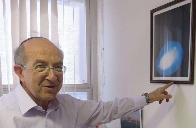 DR. YEHEZKEL CAINE points to a Gemini mission photo given to him by NASA. (photo credit: JUDY SIEGEL-ITZKOVICH)