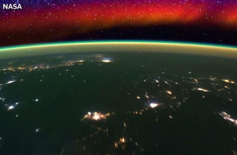 NASA releases beautiful time-lapse video of the Earth's horizon as seen from the International Space Station (photo credit: screenshot)