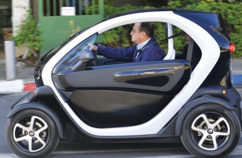 TEL AVIV Mayor Ron Huldai takes a Car2Go car for a spin. (photo credit: ISRAEL MALOVNY/TEL AVIV MUNICIPALITY)