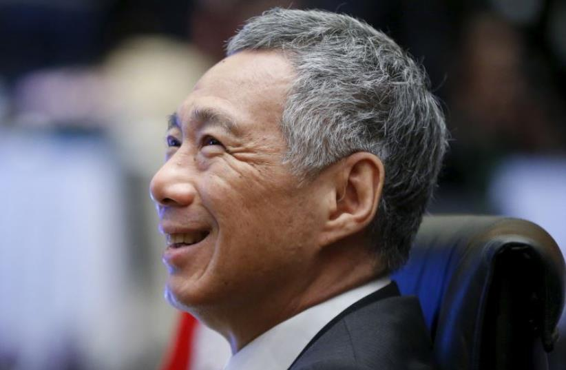 Singapore's Prime Minister Lee Hsien Loong talks with government officials during the Plenary session at the 27th Association of Southeast Asian Nations (ASEAN) summit in Kuala Lumpur, Malaysia, November 21, 2015.  (photo credit: REUTERS)