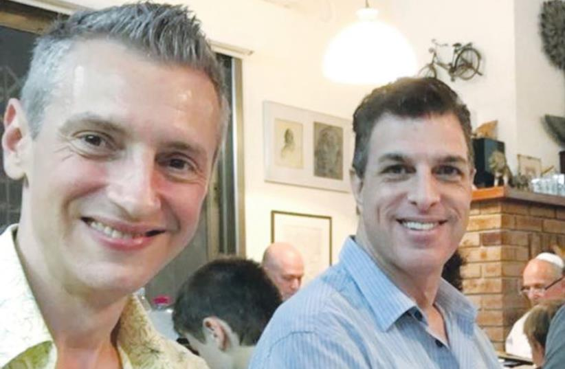 KEEP OLIM IN ISRAEL founder Liami Lawrence (center), with olim Vladi Groover (left) and Mike Fisch, attend a friend's Seder in Herzliya on Friday, two of more than 100 olim whom the organization matched with host families for the holiday. (photo credit: Courtesy)