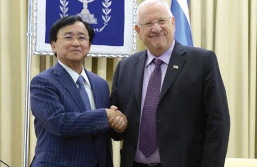 PRESIDENT REUVEN RIVLIN with Dr. Yoshimitsu Kobayashi, chairman of the Mitsubishi Chemical Corporation (photo credit: MARK NEYMAN / GPO)