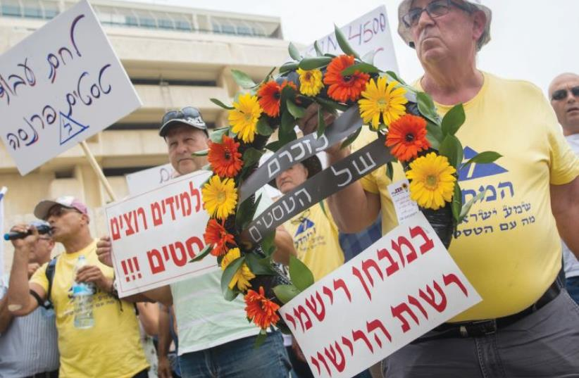 DRIVING TESTERS protest yesterday outside the Transportation Ministry's Jerusalem office. (photo credit: YONATAN SINDEL/FLASH 90)