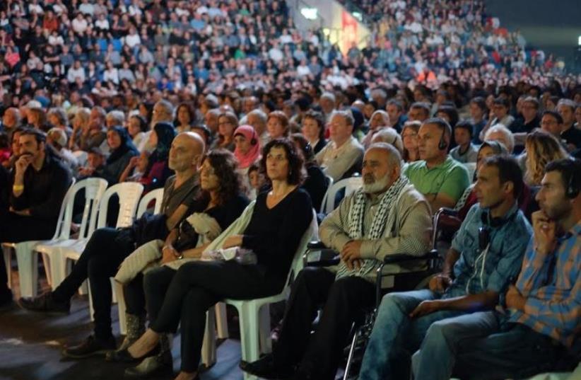 Participants of the joint Israeli- Palestinian Memorial Day ceremony in Tel Aviv (photo credit: HAI ASHKENAZI)