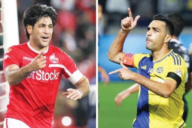 Hapoel Beersheba captain Elyaniv Barda (left) and Maccabi Tel Aviv captain Eran Zahavi (photo credit: DANNY MARON)