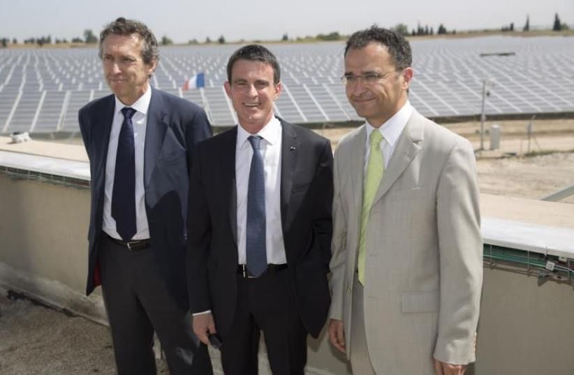 From Left: Antoine Cahuzac, CEO of EDF-EN, French PM Manuel Valls and CEO of EDF-EN Israel Ayaon Vaniche (photo credit: Courtesy)