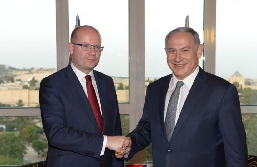 Prime Minister Benjamin Netanyahu meets with his Czech counterpart Bohuslav Sobotka in Jerusalem, May 22, 2016 (photo credit: AMOS BEN-GERSHOM/GPO)
