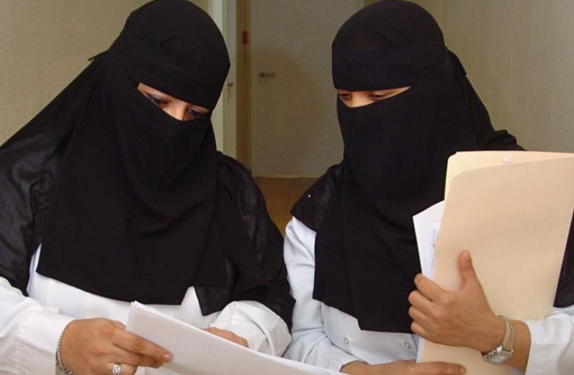 Saudi veiled women doctors work at a hospital in Riyadh (photo credit: REUTERS)