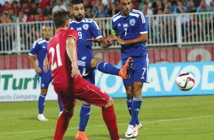 Israel striker Munas Dabbur (center) attempts a shot during last night's international friendly against Serbia in Novi Sad in which Eran Zahavi (photo credit: UDI ZITIAT)