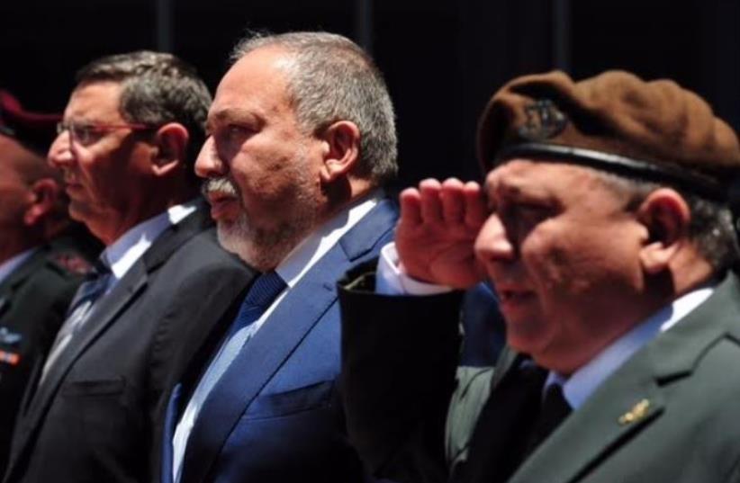Defense Minister Avigdor Liberman (center) at the Defense Ministry's Kirya complex in Tel Aviv, May 30, 2016 (photo credit: ARIEL HERMONI / DEFENSE MINISTRY)