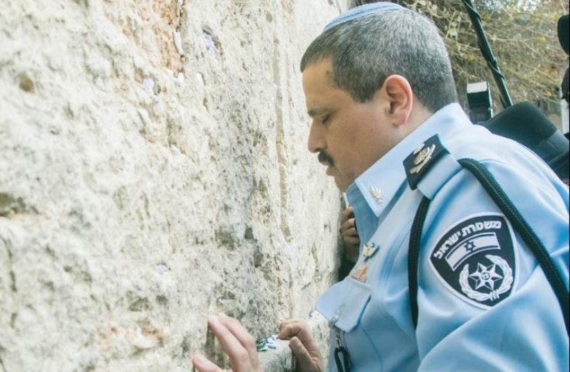 Chief of Police Roni Alsheich visits the Western Wall in December 2015 (photo credit: MARC ISRAEL SELLEM)