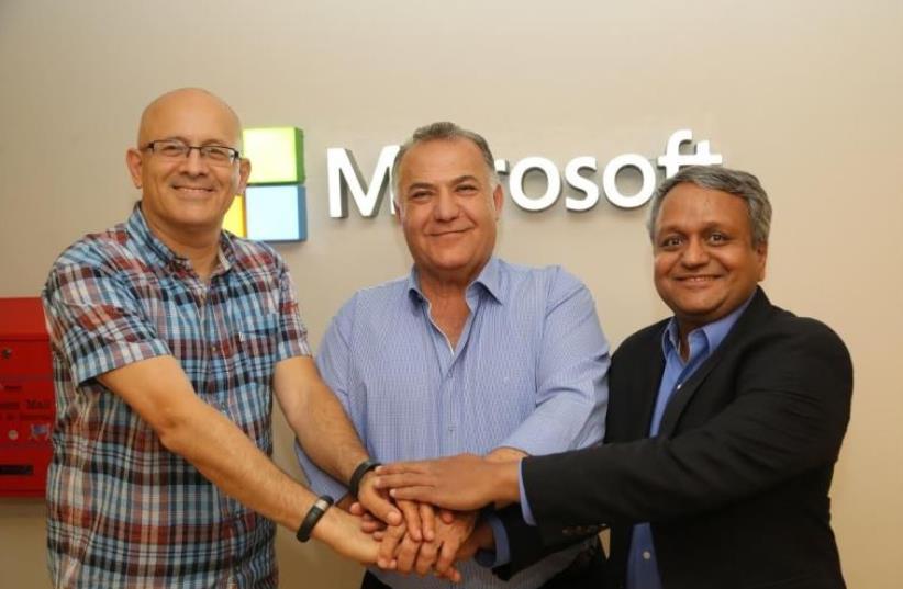 From right: Microsoft Israel CEO Yoram Yaacobi, Nazareth Mayor Ali Salam and T.K. Rengarajan (photo credit: SIVAN FARAG)