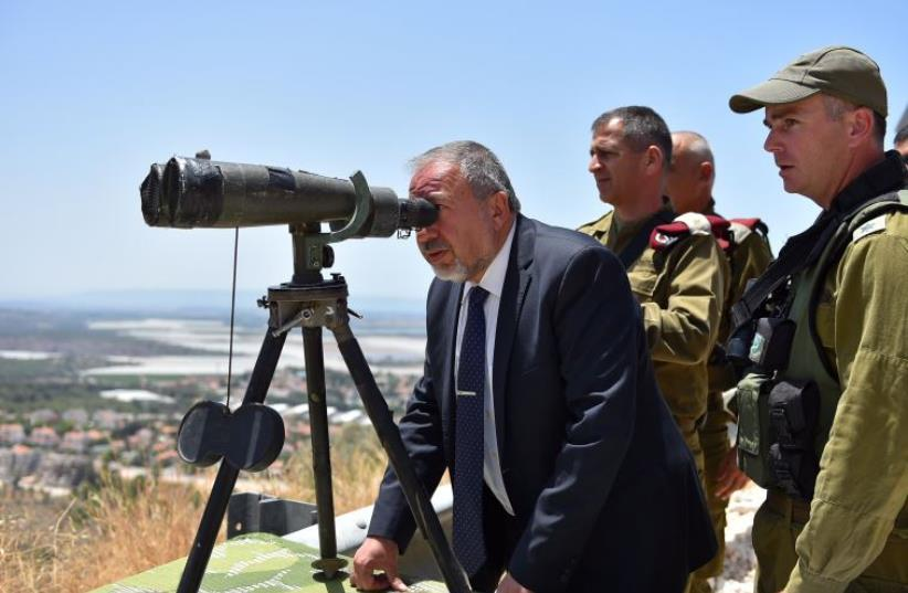Defense Minister Liberman tours northern border (photo credit: ARIEL HERMONI / DEFENSE MINISTRY)